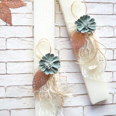 Λαμπάδα λευκή με λουλούδι